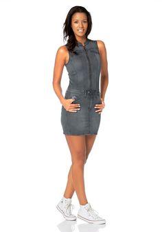 #KangaROOS #Damen #KangaROOS #Cargokleid mit #Reißverschluss und #Ziertaschen #grau - Das Kleid von KangaROOS erweist sich als megacooler Dress für verschiedene Gelegenheiten. Ärmellos mit kleinem Kragen ist das Mini > Kleid supersexy auf Figur gearbeitet. Der lange Reißverschluss bis zum Rockbund unterstreicht die Silhoütte ebenso wie die Ziernähte. Der Rock ist wie ein separater, kurzer Jeansrock im 5 > Pocket > Style gearbeitet  >  ein toller Hingucker, wenn sich die vermeintlich zwei…