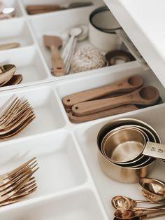 Kitchen Organization Pantry, Home Organisation, Kitchen Pantry, Organization Hacks, Kitchen Decor, Kitchen Design, Kitchen Jars, Kitchen Cabinets, Cupboards