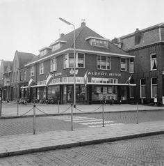 Restaurant Petit Paris op de Markt in Waalwijk was vroeger een Albert Heijn