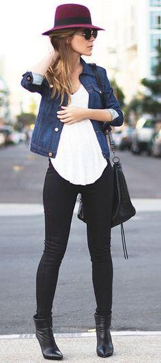 Zwarte botten, zwarte broek, witte blouse, jeans hemd, hoed