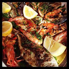Grigliata di pesce #pesce #food #palermo #fish #sicilia #sicily #gamberone #mafone #mare by licantropix