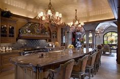 Discover how a warm Italian kitchen design brings food and family together in this photo gallery of traditional style cabinets, decor, and ideas. Elegant Kitchens, Luxury Kitchens, Beautiful Kitchens, Cool Kitchens, Tuscan Kitchens, Dream Kitchens, Contemporary Kitchens, Contemporary Bedroom, Luxury Kitchen Design