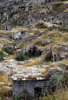 Dwellings carved into the rock, Sasso Caveoso, Sassi di Matera, Basilicata, Italy