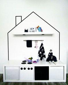 Lastenhuone leikkikeittiö Ikea säilytys mommo design: HACK AND PLAY- Kallax play kitchen