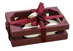 En mode rustique élégant, nos caisses en bois colorées laissent apparaître les couleurs de vos dragées. Pratique et utile pour vos invités, de quoi les combler de bonheur ! http://www.mariage.fr/caisses-cageots-en-bois-avec-dragees.html