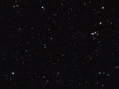 """Vue d'une partie de l'univers explorée par le télescope spatial Hubble. Des milliers de galaxies sont visibles sur cette image. Il y aurait 100 milliards de galaxies dans l'univers............................. """"Observables""""..."""