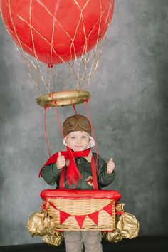 These gorgeous DIY Halloween costumes were originally featured on Style Me Pretty and will definitely provide some Halloween inspiration! Halloween is JUST Halloween Kostüm, Holidays Halloween, Cool Costumes, Halloween Costumes For Kids, Costume Ideas, Costume Contest, Diy Hot Air Balloons, Manualidades Halloween, Fantasias Halloween