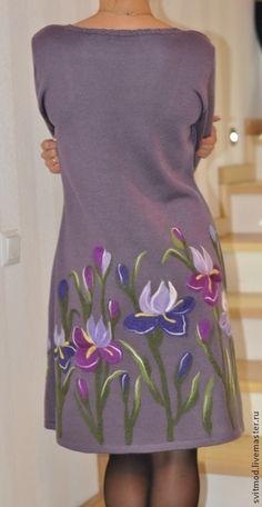 Купить или заказать Платье'Любимые Ирисы' в интернет-магазине на Ярмарке Мастеров. Вязаное платье с декором. Рисунок выполнен шерстью для валяния.