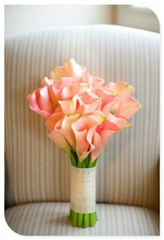24 Summer Wedding Bouquet Ideas >> Summer are lucky to have the most beautiful flowers in season for their bouquet. Whichever summer wedding bouquet you choose, be sure your it reflects your personality. See more wedding bouquet ideas . Calla Lily Wedding Flowers, Lily Bouquet Wedding, Calla Lily Bouquet, Summer Wedding Bouquets, Calla Lillies, Bridal Bouquets, Cascading Bouquets, Wedding Summer, Boquet
