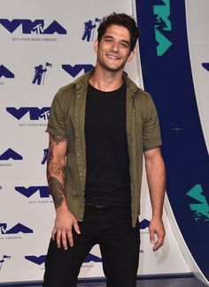 Tyler Posey Photos - Tyler Posey attends the 2017 MTV Video Music Awards at The Forum on August 2017 in Inglewood, California. Scott Mccall, Teen Wolf Scott, Teen Wolf Boys, Smallville, Santa Monica, Tyler Garcia Posey, Gabriel Jesus, Into The West, Mtv Videos