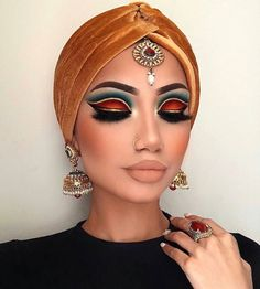 Indian Makeup (could be a greek goddess makeup too) Lidschatten Glam Makeup, Makeup Inspo, Eyeshadow Makeup, Makeup Inspiration, Beauty Makeup, Eyeliner, Eyeshadows, Rave Eye Makeup, Bold Eye Makeup