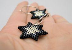 Silver Stars - Earrings - Silver plated, Gun Metal and Black - Sterling silver hoops Seed Bead Jewelry, Seed Bead Earrings, Star Earrings, Diy Jewelry, Beaded Jewelry, Jewelry Making, Beaded Rings, Beaded Bracelets, Earrings Handmade