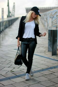 Anni V.: BLACK & WHITE OUTFIT http://aanniv.blogspot.fi/2014/08/black-white-outfit.html