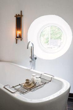 Wohnen In Weis Holz Modern  Badewanne Eingemauert Minimalistisch Indirekte Beleuchtung  | Beleuchtungs Ideen | Pinterest | Indirekte Beleuchtung, Badewannen ...