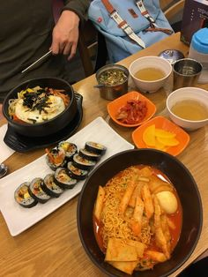 Want to visit South Korea but you only have 14 days the time? Read here my two week itinerary South Korea covering Seoul, Busan, Jeju island and extra! Korean Street Food, Korean Food, South Korea Photography, South Korea Seoul, Busan Korea, Good Food, Yummy Food, Think Food, Aesthetic Food