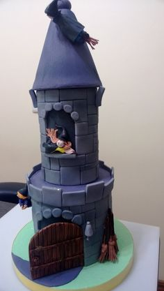 This Harry Potter cake was made by students in the cake decorating classes.  The cake was inspired by a british cake maker who makes childrens cakes.  www.cakearts.co.za; tania@cakearts.co.za; www.facebook.com/taniarileycakeartist for further info on the classes in Benoni, Johannesburg, South Africa