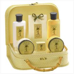 Google Image Result for http://reigninggifts.com/images/prodimages/light/PineAppleBathSet3038067.jpg