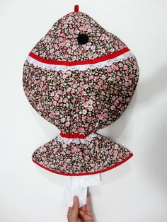 PUXA SACO PEIXE    Medida ? 45cmx32cm    Tecido 100% algodão matelado  Um modelo diferenciado e super criativo  fica super bacana em sua cozinha ou lavanderia.