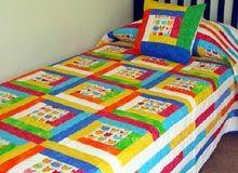 Cubrecamas, pieceras y conjuntos trabajadas en patchworks. Quilts, Blanket, Bed, Hair Styles, Design, Furniture, Home Decor, Model, Home