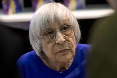 Поэтесса Юнна Мориц попала в больницу с переломом шейки бедра :: Общество :: РБК