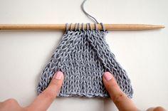 Aprende cómo tejer disminuciones simétricas para coser cada pieza más fácilmente. Te enseñamos dos tipos de disminuciones diferentes paso a paso.