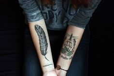 arm+tattoos+feather+and+pirate+ship.jpg 500×333 píxeles