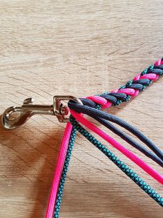 6 Strand Halfround-Leine - New Sites Paracord Tutorial, Macrame Tutorial, 6 Strand Braids, 4 Strand Round Braid, Collar And Leash, Collars, Summer Decoration, Paracord Dog Leash, Paracord Braids