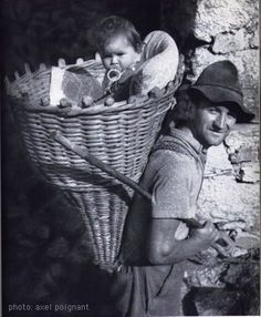 Wonderful collection of photos of #babywearing dads around the globe!