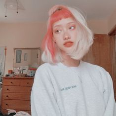 We can't get over this rad color split done by Get a similar look with Electric Paradise +Porange for a portion of your hair and… Dye My Hair, Your Hair, Pelo Guay, Hair Inspo, Hair Inspiration, Character Inspiration, Aesthetic Hair, Brown Aesthetic, Aesthetic Drawing