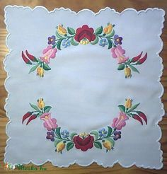 Kalocsai terítő (Bodorka27) - Meska.hu Hungarian Embroidery, Doilies, Folklore, Stitches, Jewelry, Tulips, Stitching, Jewlery, Jewerly