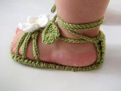 Daisy Slippers for little Princesses-Baby Girls Crochet Shoe.- Daisy Slippers for little Princesses-Baby Girls Crochet Shoes with Flowers Daisy Slippers for little Princesses-Baby Girls Crochet Shoes with Flowers - Crochet Baby Sandals, Baby Girl Crochet, Crochet Shoes, Crochet Slippers, Booties Crochet, Diy Crochet, Baby Girl Shoes, Baby Girls, Baby Girl Princess