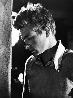 """Man has a choice and it's a choice that makes him a man."" - Cal Trask (portrayed by James Dean) in East of Eden James Dean, Classic Hollywood, Old Hollywood, Hollywood Icons, Hollywood Glamour, East Of Eden, Actor James, Pose, Nostalgia"