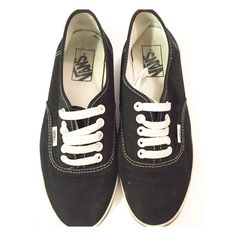 Vans shoes still in a good condition Women US size 7 No trade✖️But I do accept reasonable offers. Vans Shoes
