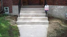 Réparation d'escalier de béton Sidewalk, Stairs, Construction, Home Decor, Building, Stairway, Decoration Home, Staircases, Room Decor