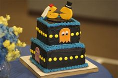 Pack Man wedding cake    http://www.leblogdugeek.com/wp-content/uploads/2010/01/pac-man-wedding-cake-570x380.jpg