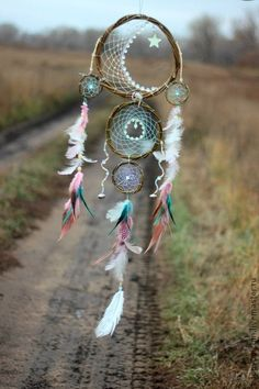 30 Beautiful and Stunning Dream Catcher Ideas For Creative Juice Dream Catchers, Dream Catcher Craft, Feather Dream Catcher, Los Dreamcatchers, Moon Dreamcatcher, Beautiful Dream, Sun Catcher, Mobiles, Wind Chimes
