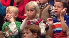 Kindergartener Signs Her Class Holiday Concert For Her Deaf Parents