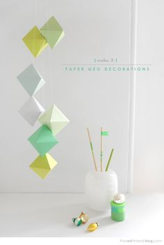 DIY Geo Paper Decorations Origami and lovely colours Christmas Hacks, Christmas Crafts, Christmas Colors, Christmas Ornaments, Diy Projects To Try, Craft Projects, Craft Tutorials, Paper Christmas Decorations, Paper Ornaments
