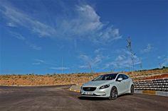 #Volvo #V40 D2 Advance: Güvenli güzellik… #arabamtest #alpergüler  Detaylar: http://arbm.co/13WqrX3
