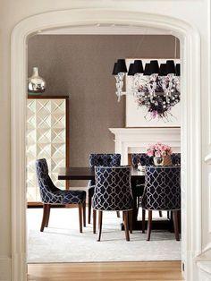 Decoração de: Sala de jantar; cadeiras estampadas;  Casa de Valentina