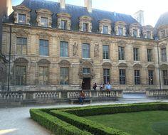 Place des Vosges hidden courtyard
