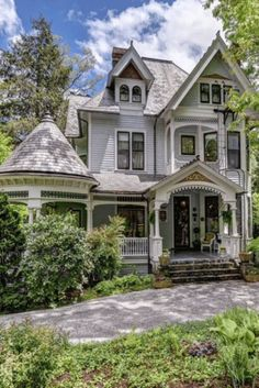 1899 Queen Anne For Sale In Asheville North Carolina Style At Home, Old Style House, Asheville, Old House Design, Victorian Style Homes, Victorian Homes Exterior, Victorian Architecture, Classical Architecture, Dream House Exterior