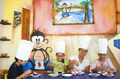 #Гран Велас # Ривьера  Наярит Клуб для детей  предлагает ежедневную  программу для детей, с 9:00  до 23:00 ч., включая игры в  бассейне для детей,  культурные и  рекреационные  мероприятия, а также кружок  поделок. Эти мероприятия  предназначены для детей от  4 до 12 лет и ведутся  высококвалифицированными  специалистами.