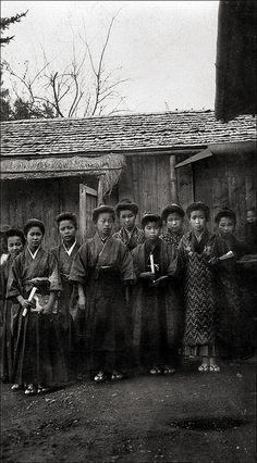 Schoolgirls in Takemura 1911
