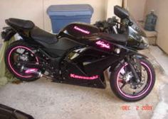 Pink and black Kawasaki ninja 250♡