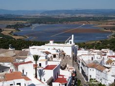In Vejer de la Frontera, you will be spoilt with the many view points overlooking both the coastline the cork oak studded hills of the 'Alcornocales' Natural Park.