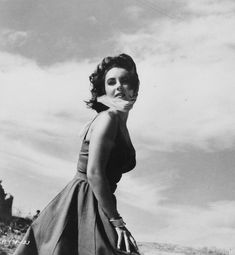 Elizabeth Taylor pictures and photos Classical Hollywood Cinema, Classic Hollywood, Vintage Hollywood, Film Institute, British American, Child Actresses, Elizabeth Taylor, Clothes For Sale, American Actress