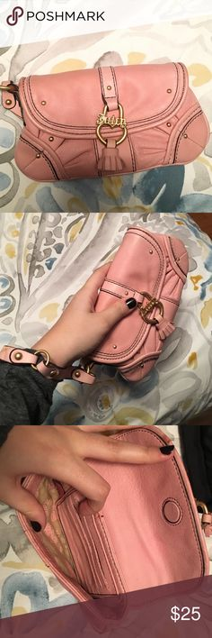 Authentic Juicy Couture Vintage Pink Wrislet This super cute baby pink wristlet is perfect for young girls that want to build their designer collection; can be used casually or at a party; keep all your small belongings safe in this wristlet! Great condition Juicy Couture Bags Clutches & Wristlets