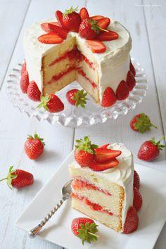 Un délice de saveurs! Divin mariage entre un gâteau à la fois ferme & extra moelleux, des fraises & des zestes de citron! Recette totalement approuvée, effet garanti sur vos convives!