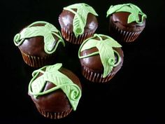 Elvish Cupcakes! OH MY GOSH FOR THE HOBBIT STUFF...........YESSSSS